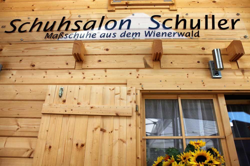 Schuhsalon Schuller in Königsstetten in Niederösterreich bei der Eröffnungsfeier des neuen Geschäftes