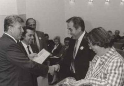 Innungsmeister der Schuhmacher gratuliert Kurt Schuller zum Firmenjubiläum